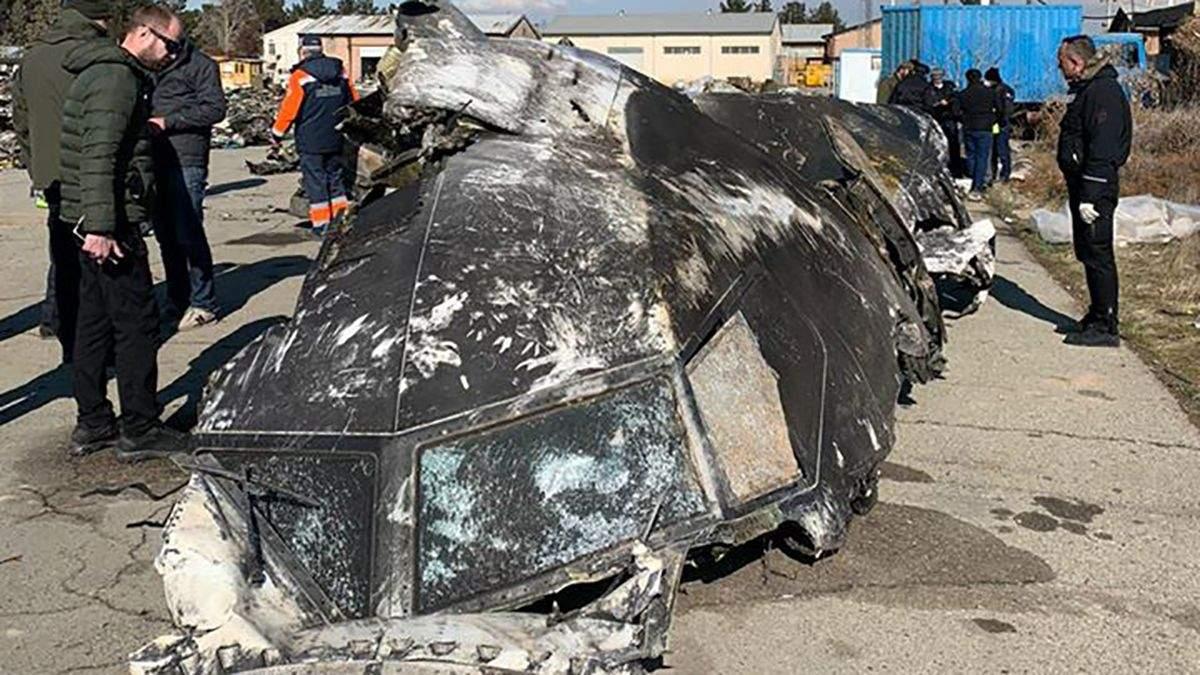 Авиакатастрофа МАУ в Иране: фото сбитого самолета от Офиса Президента