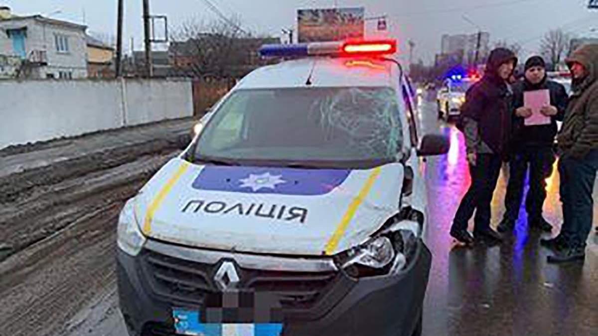 В Борисполе полицейский на служебном авто насмерть сбил человека