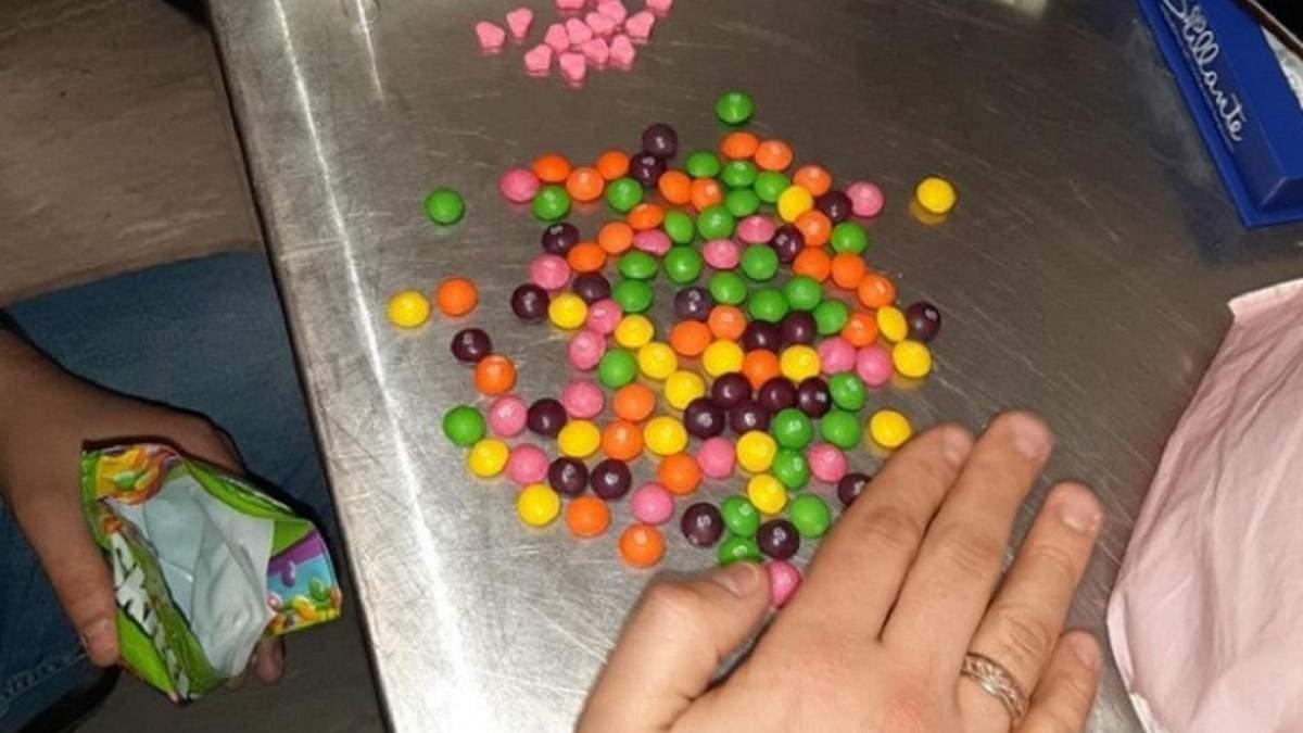 В Борисполе задержали женщину с партией экстази в сладостях: фото
