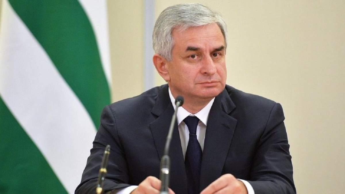 """Рауль Хаджимба подав у відставку з поста """"президента"""" Абхазії"""