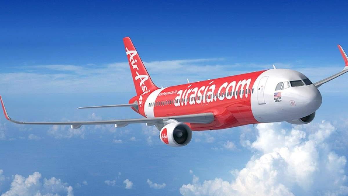 Літак Air Asia був змушений повернутися в аеропорт через пасажирку, яка погрожувала його підірвати