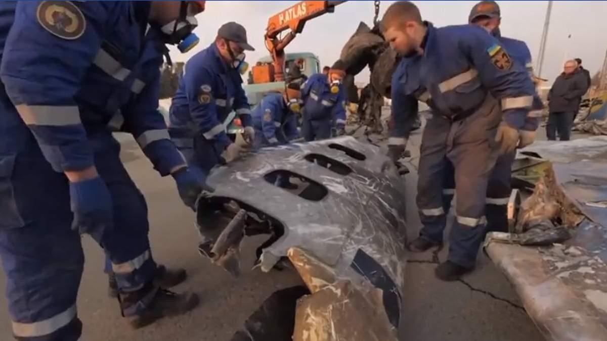 Українські рятувальники показали відео з місця катастрофи МАУ