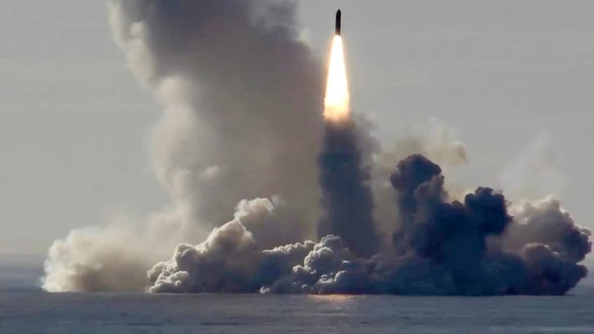 Запуск ракети з субмарини у Росії