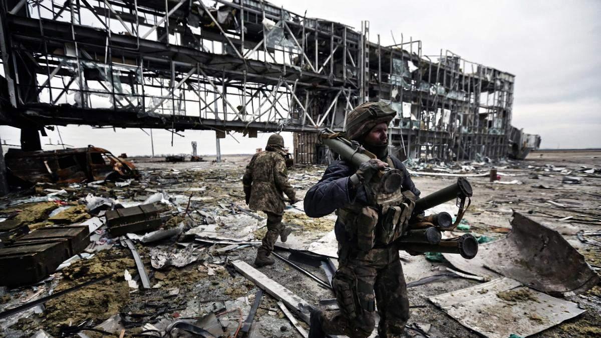 """Они выстояли — не выдержал бетон: в Украине чтят память """"киборгов"""""""