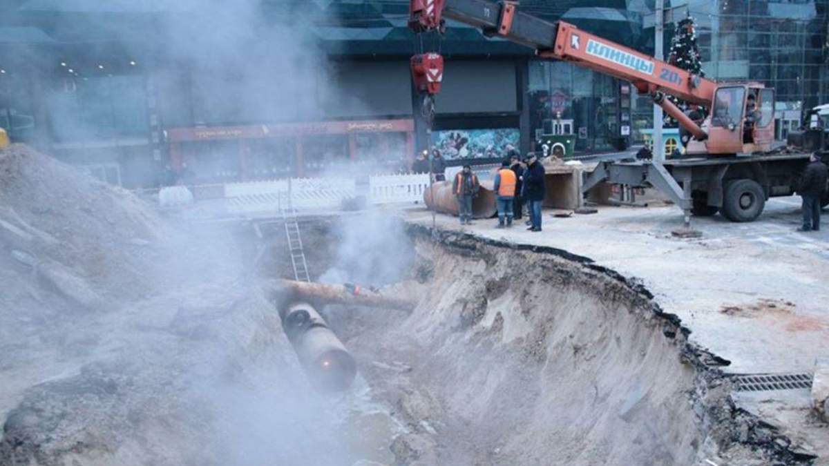 Прорив труби біля Ocean Plaza в Києві: поліція відкрила справу