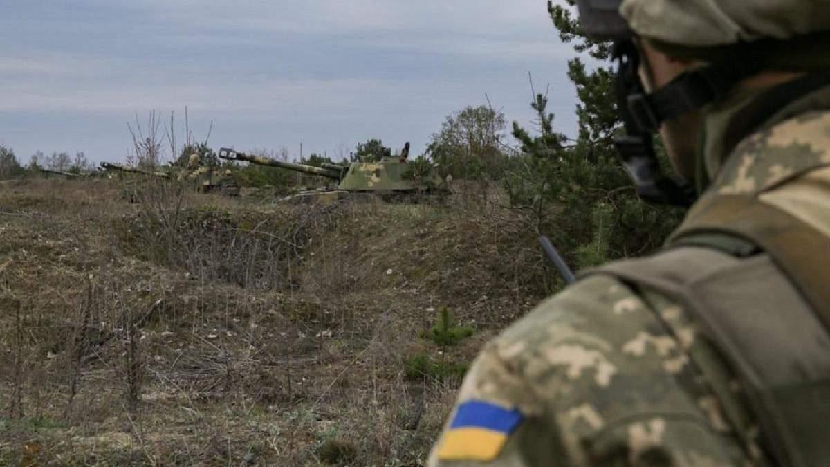 Двое украинских военных получили травмы на Донбассе
