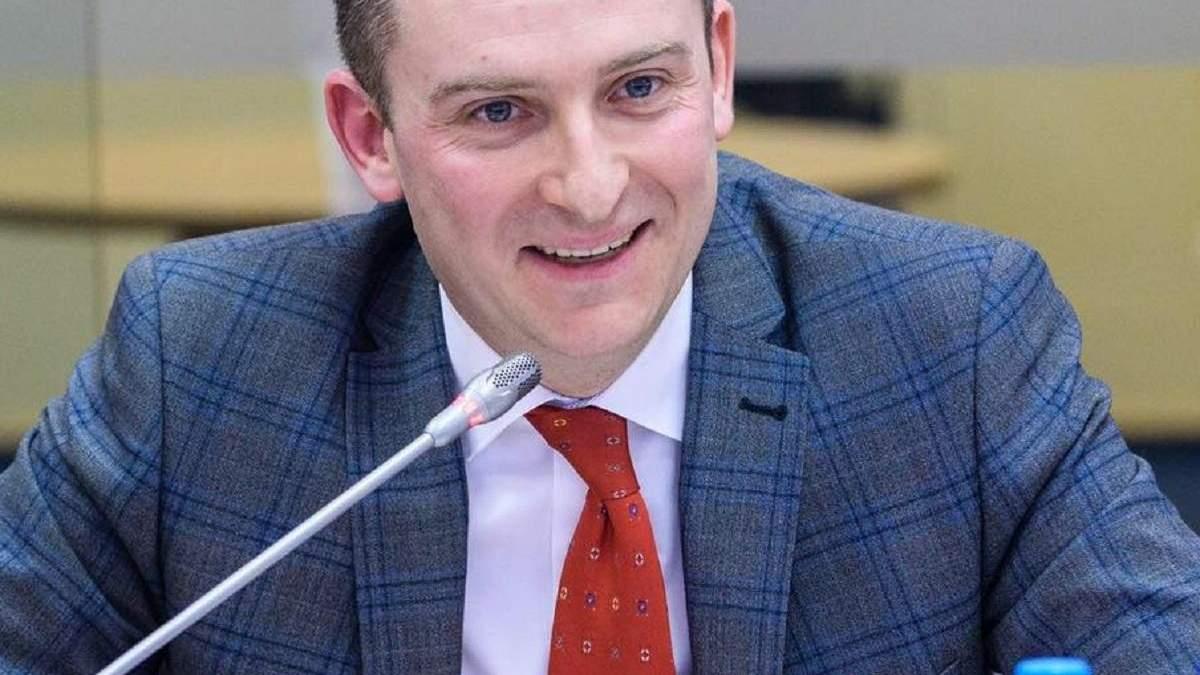 Теневые схемы с ІТ-шниками: СБУ пришла к главе ГНС Верланова