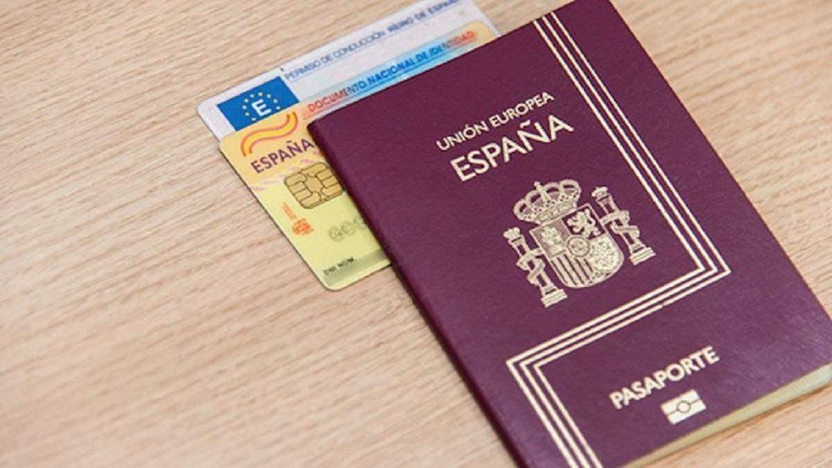 """Прикордонники розповіли, як за 3 тисячі євро """"придбати"""" заборону на в'їзд в Україну"""