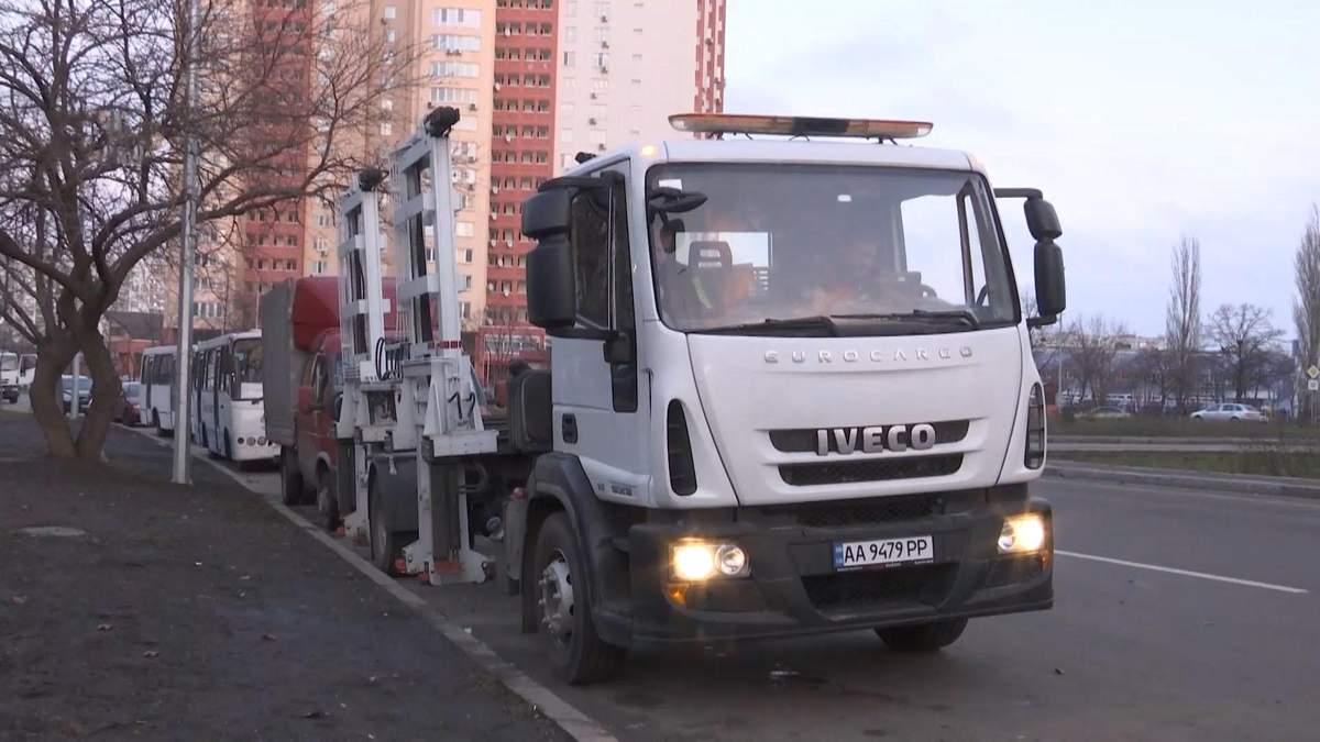 У Київ закупили евакуатори, які забирають автомобіль менш ніж за хвилину
