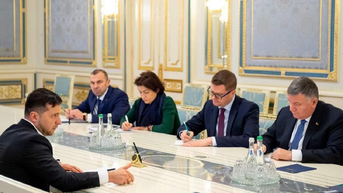Прослушка Гончарука: Зеленский доручил расследовать прослушку