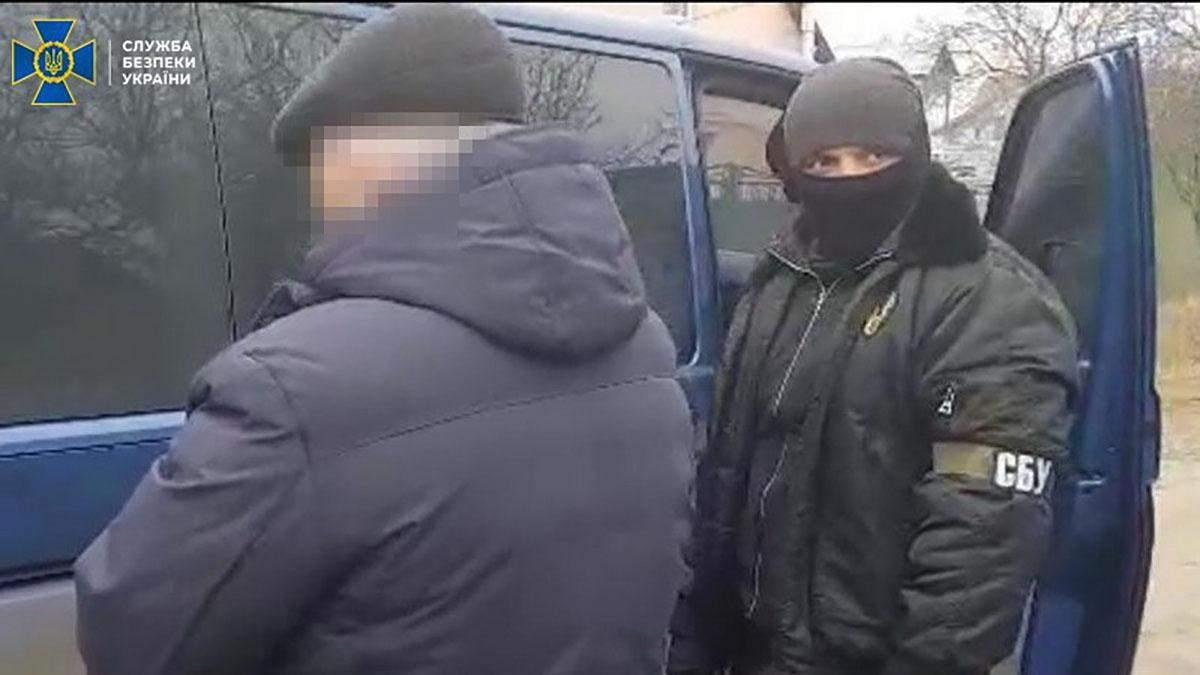 Задержанному мужчине объявили о подозрении
