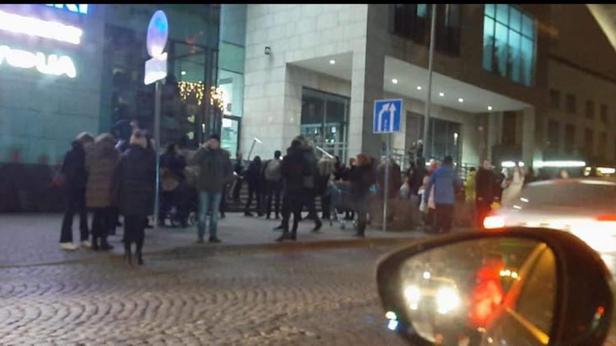 Во Львове произошел пожар в популярном торговом центре: видео