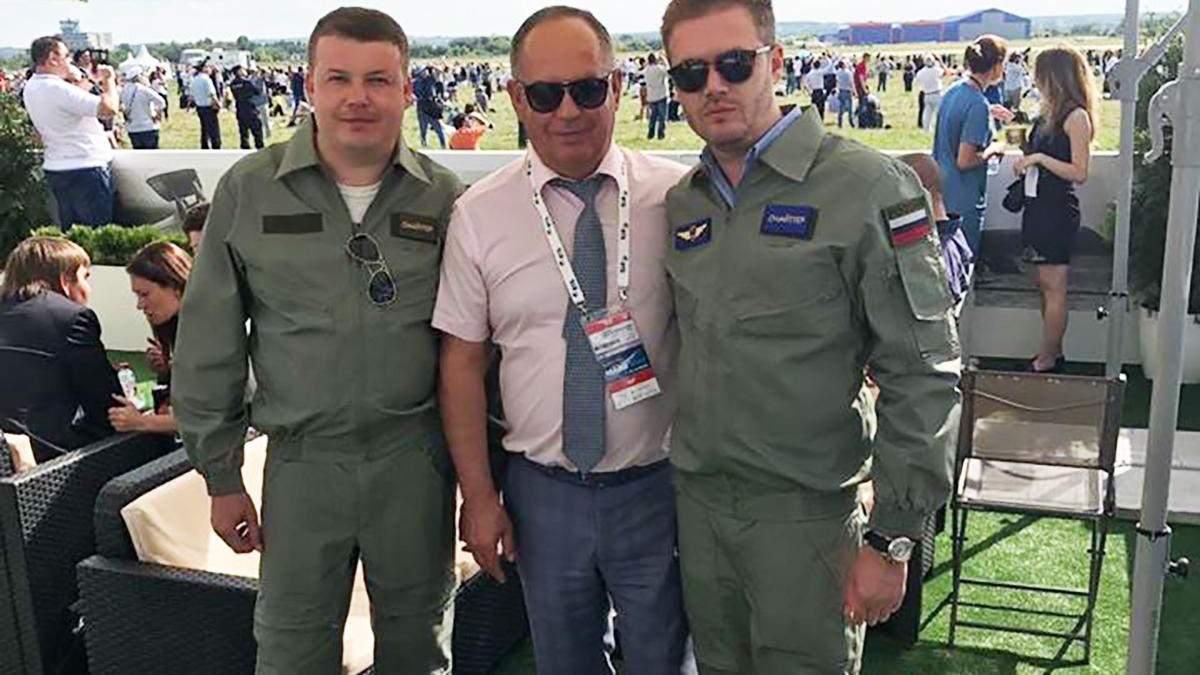 Директора авиазавода в Киеве Попова уволили после фото в военной форме России