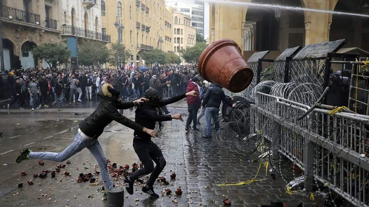 У столиці Лівану не вщухають масові протести проти влади