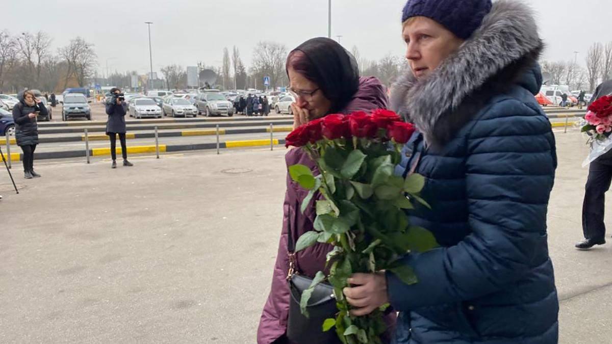 """В """"Борисполе"""" собираются родственники погибших в авиакатастрофе МАУ в Иране: видео"""