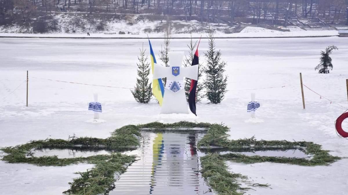 Как украинцы купаются на Крещение: веселые фото и видео
