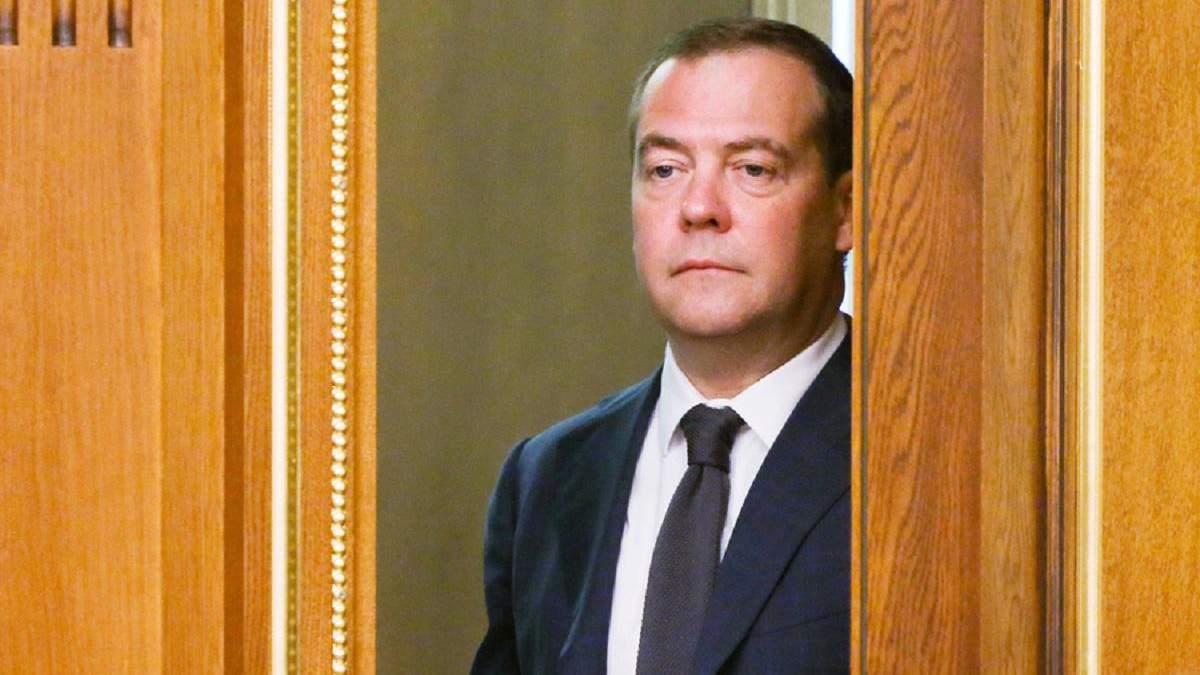 Медведєв визнав, що санкції через анексію Криму болісно вдарили по Росії