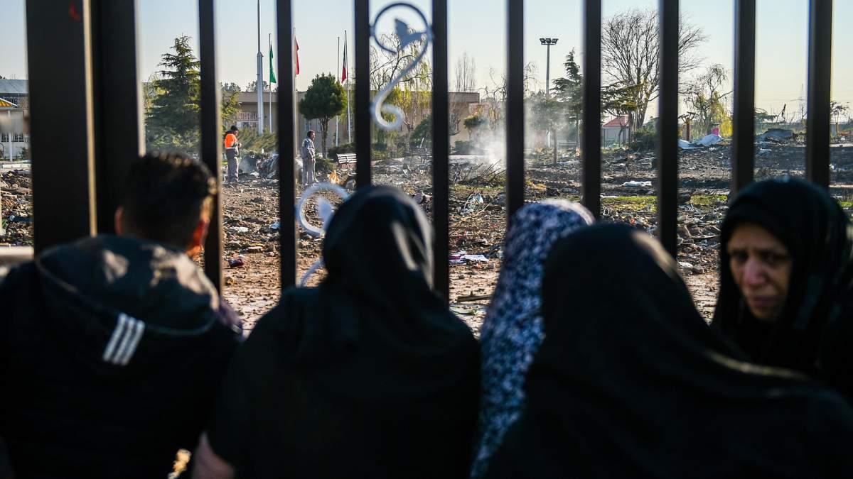 В иранском отеле, где останавливался экипаж самолета МАУ, повесили памятное фото