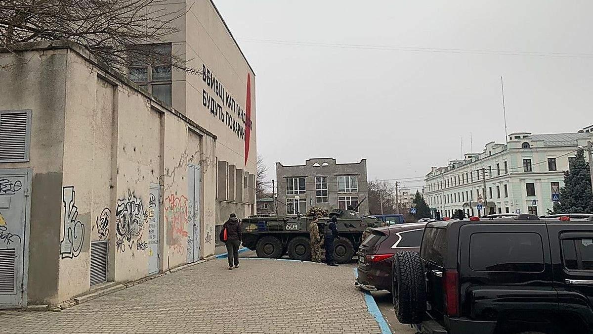 Обшуки у справі Гандзюк у Херсоні: СБУ залучила БТР і спецназ – фото