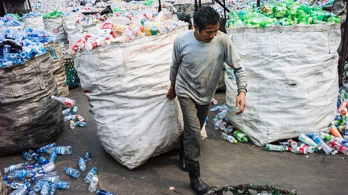 Китай забороняє одноразовий пластик: які країни вже це зробили