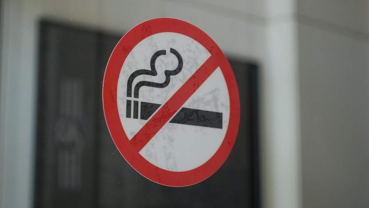Пассажиры избили проводника за замечания относительно курения в тамбуре