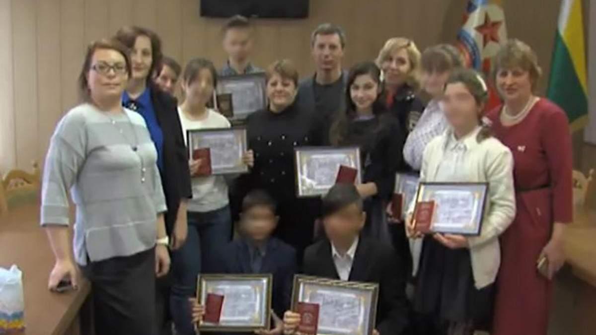 Росія роздає свої паспорти дітям-сиротам на окупованих територіях: що про це відомо