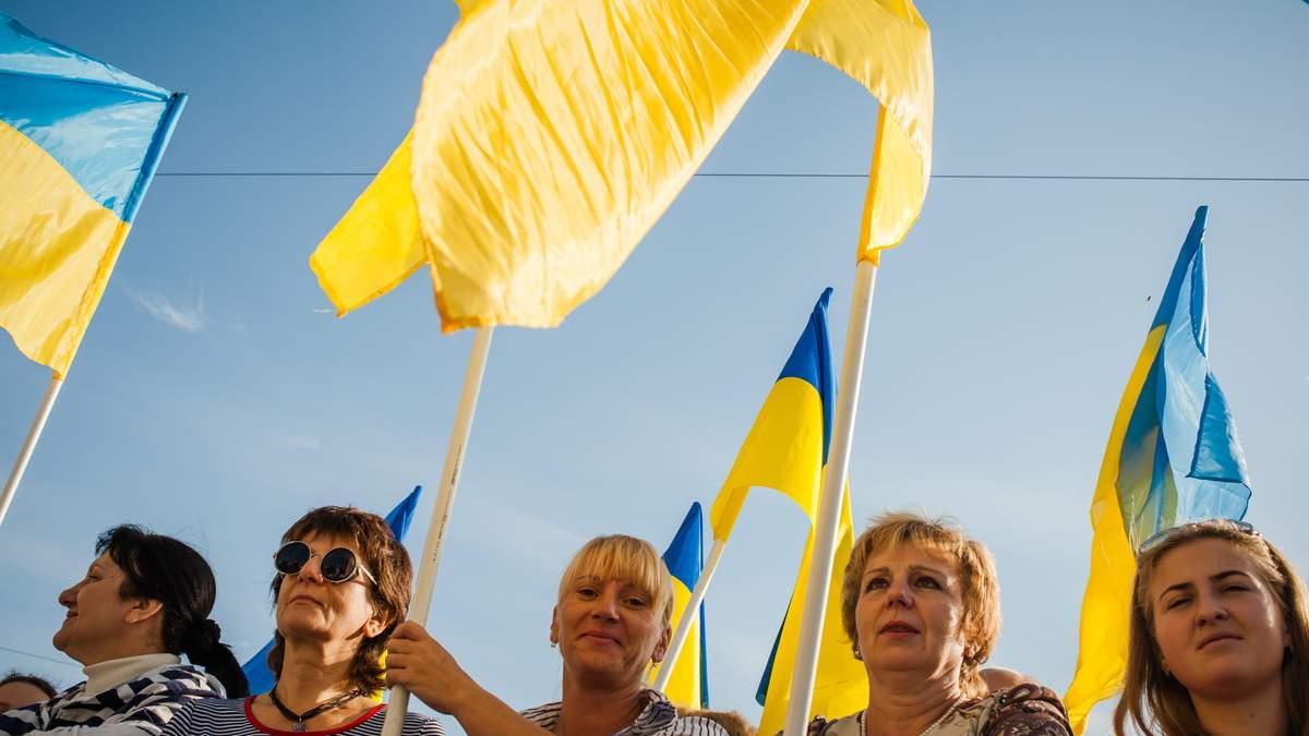 Скільки українців за надання російській мові статусу другої державної: нові дані