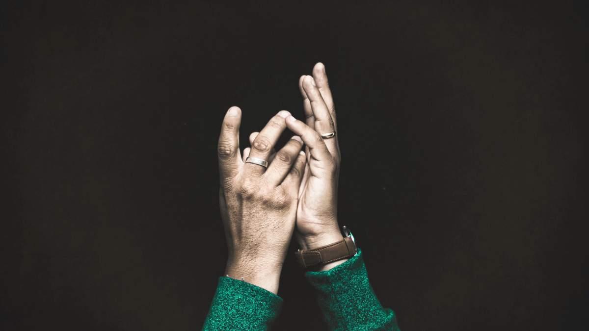 Мова жестів: як допомогти людині в екстреній ситуації - Новини здоров'я -  Здоров'я 24