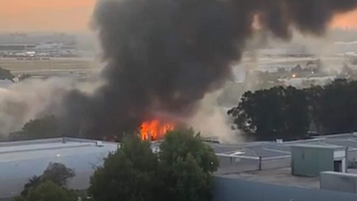 Вблизи аэропорта Сиднея вспыхнул масштабный пожар: видео