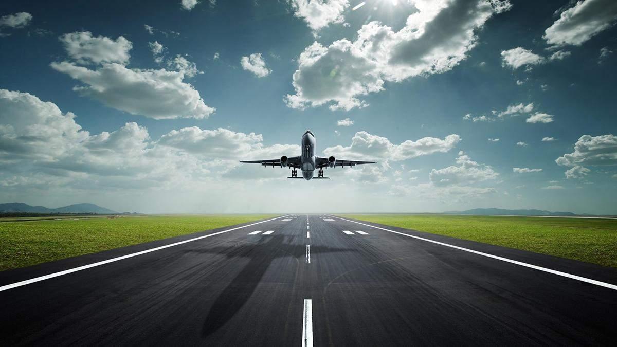 У США екстрено сів літак: пасажир зняв штани зі стюарта