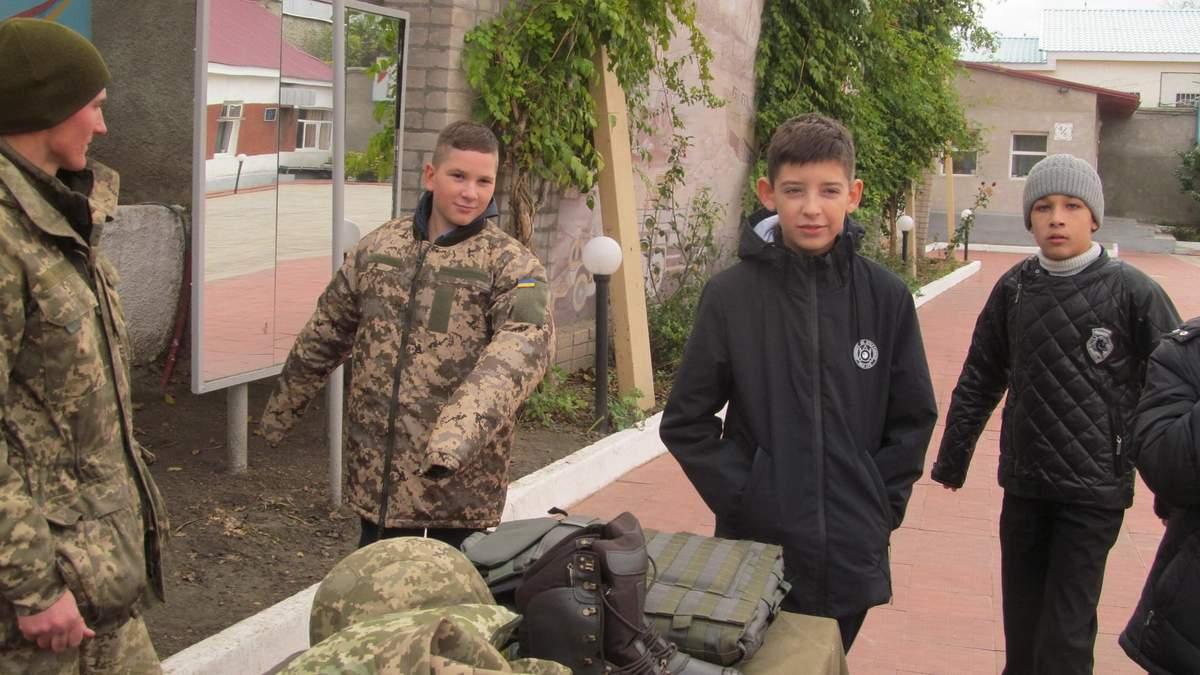 В Киеве 12-летнему мальчику принесли повестку в армию (иллюстративное фото)