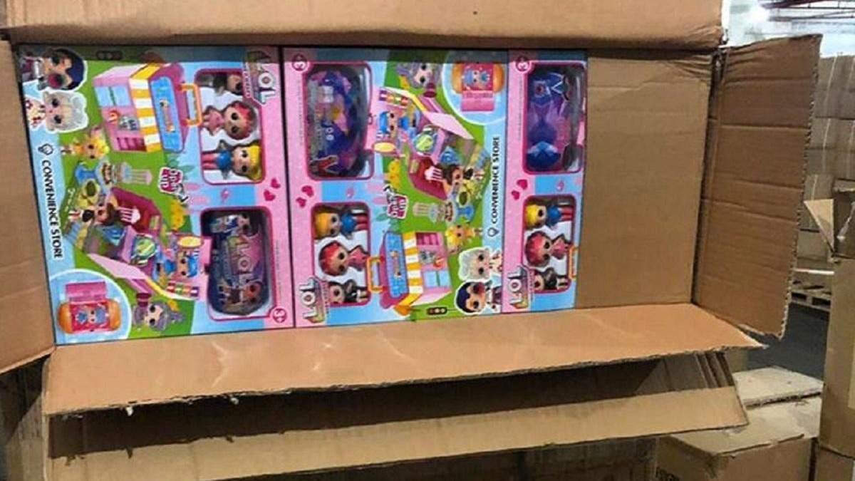 Более 20 тонн игрушек со склада таможенников таки раздадут детям: решение правительства