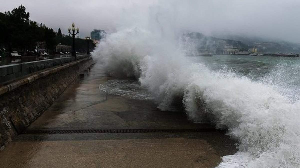 У берегов оккупированной Ялты затонула яхта: фото