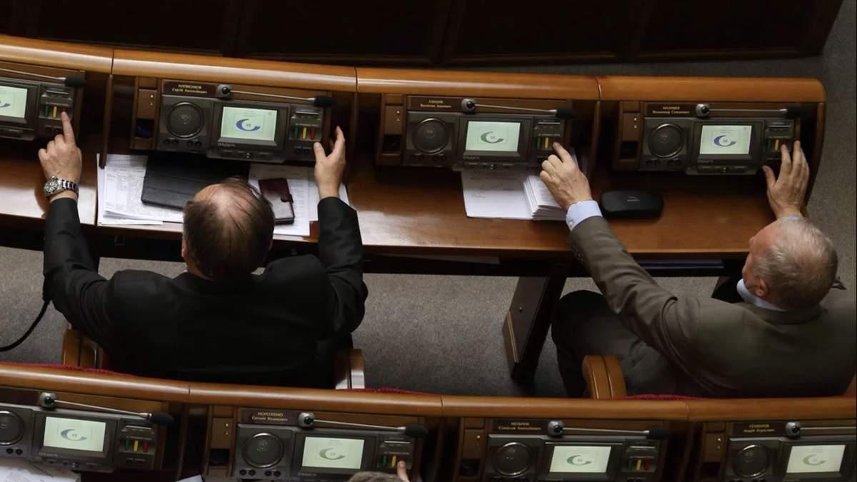 Нардепи протестували сенсорну кнопку у міськраді: результати