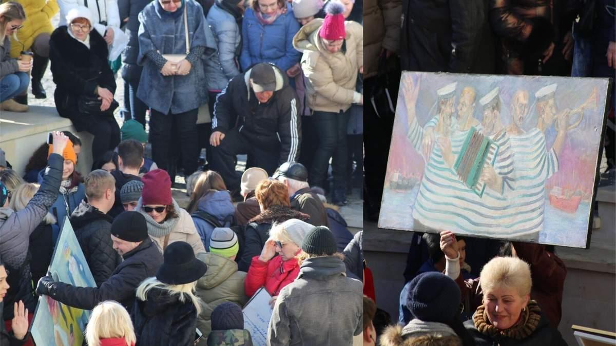 В Одесі безкоштовні картини розібрали ще до початку виставки: фото