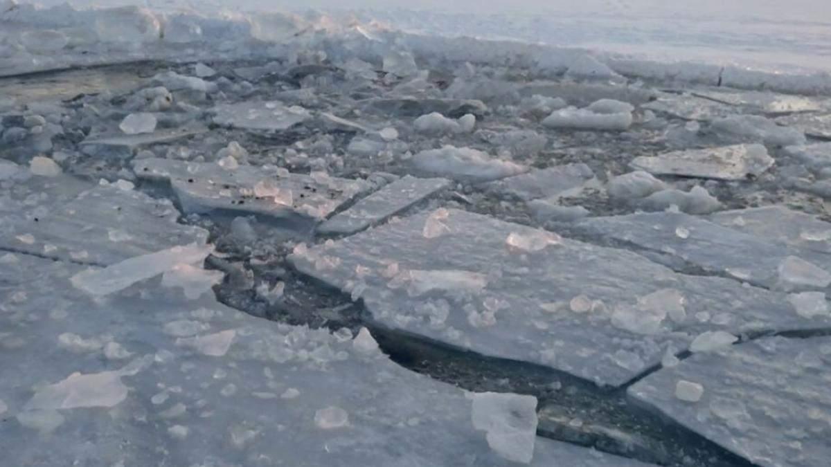 На Харьковщине дети провалились под лед: двое погибли, одного спасли