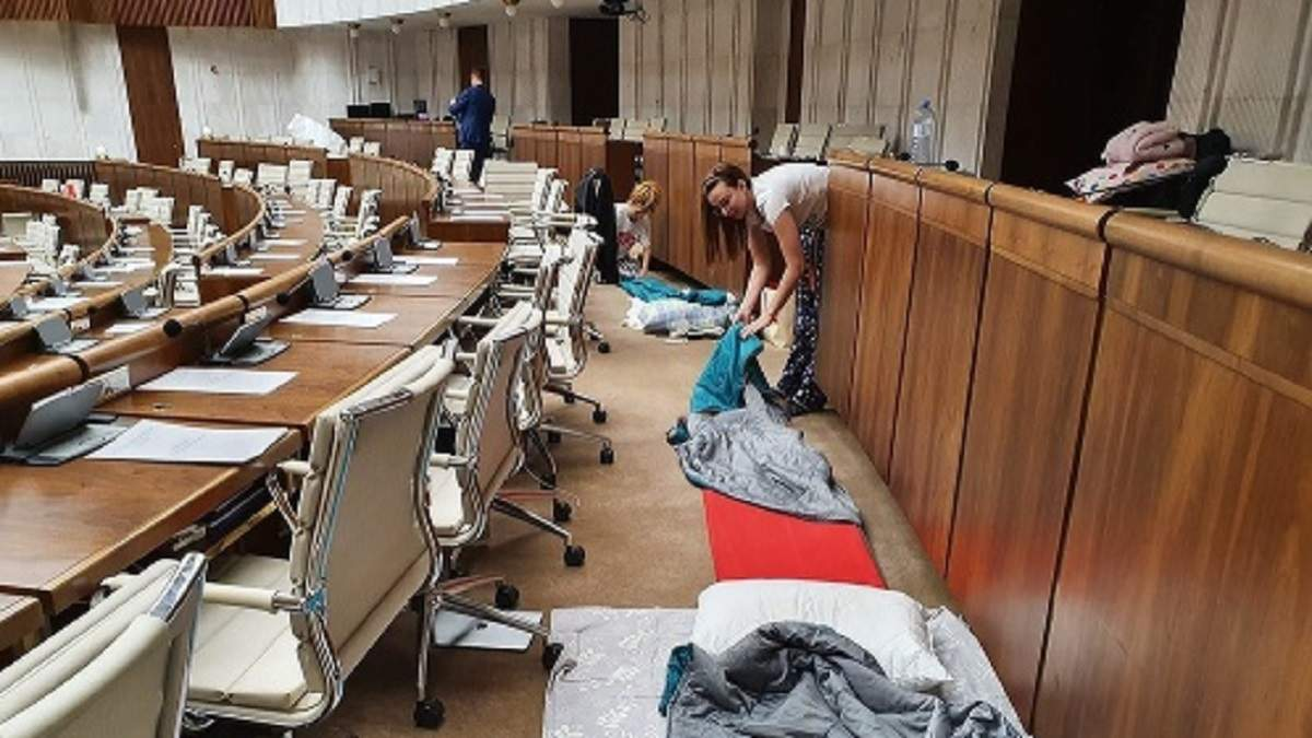 У Словаччині депутати ночували у парламенті, протестуючи проти змін до бюджету