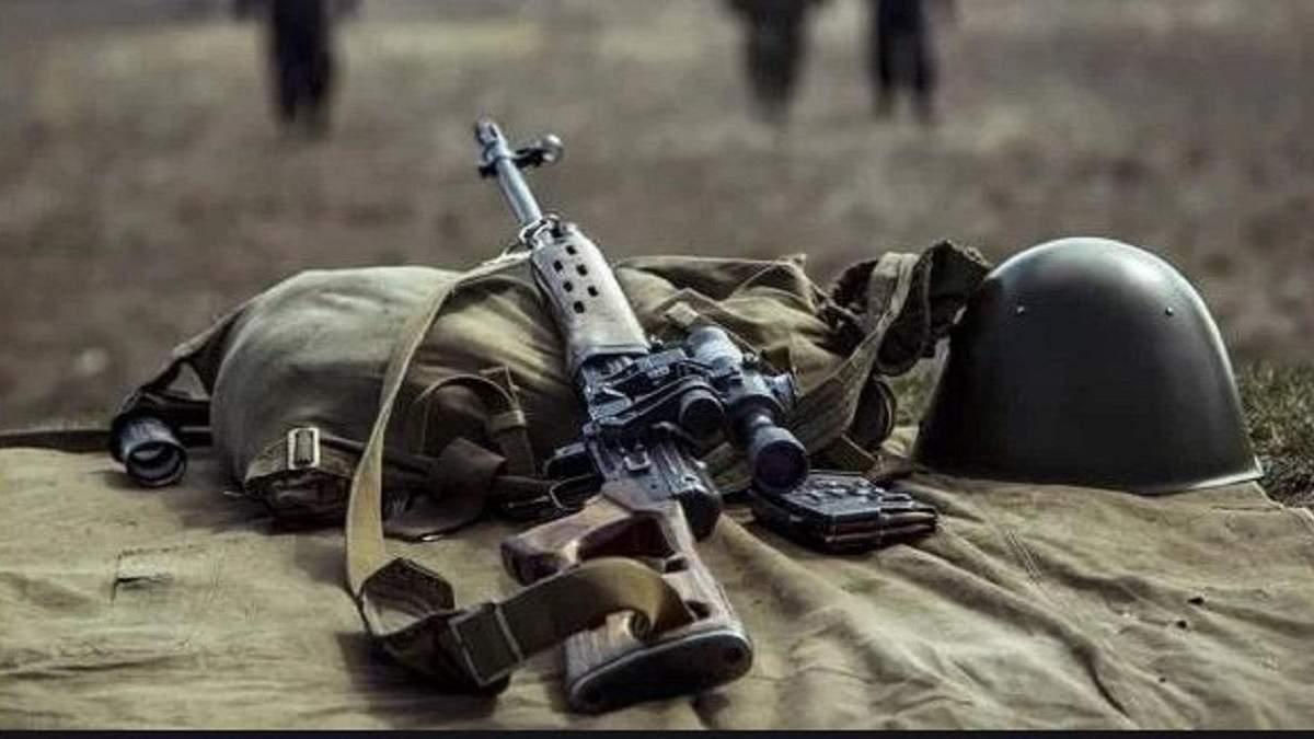Вследствие вражеских обстрелов на Донбассе украинский военный получил ранения