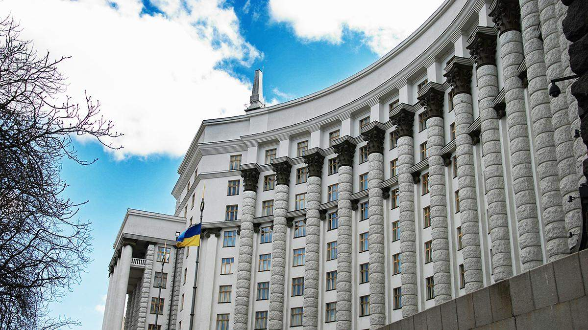 Скільки українців підтримують діяльність уряду
