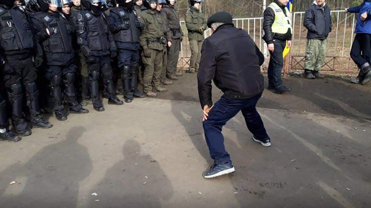 Протести у Нових Санжарах – більшість учасників не місцеві