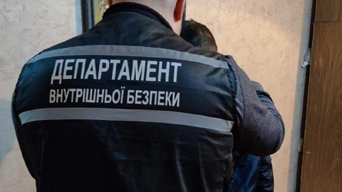 В Кропивницком мужчина обстрелял авто с патрульными: фото