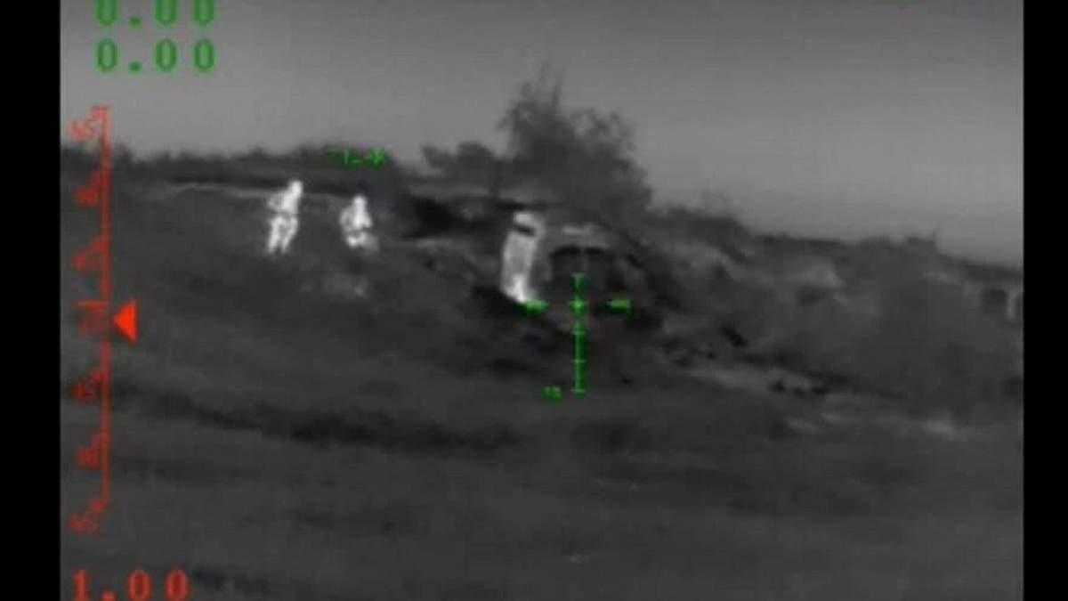 Українські військові зачищають позицію проросійський бойовиків