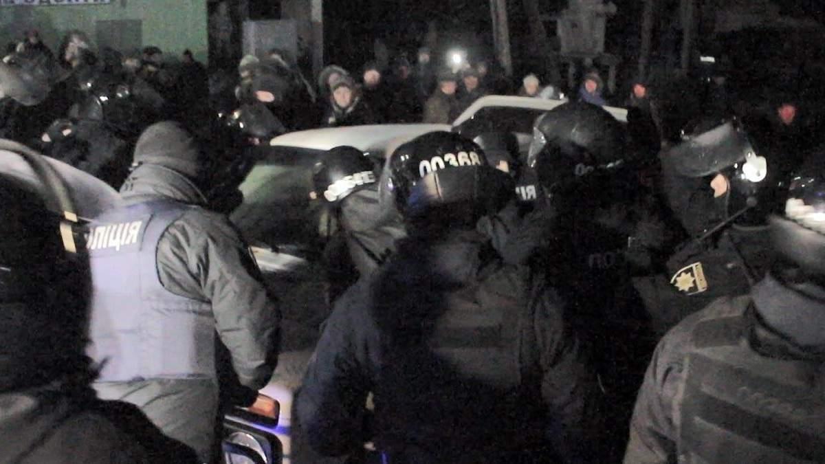 Задержали четырех участников протестов в Новых Санжарах