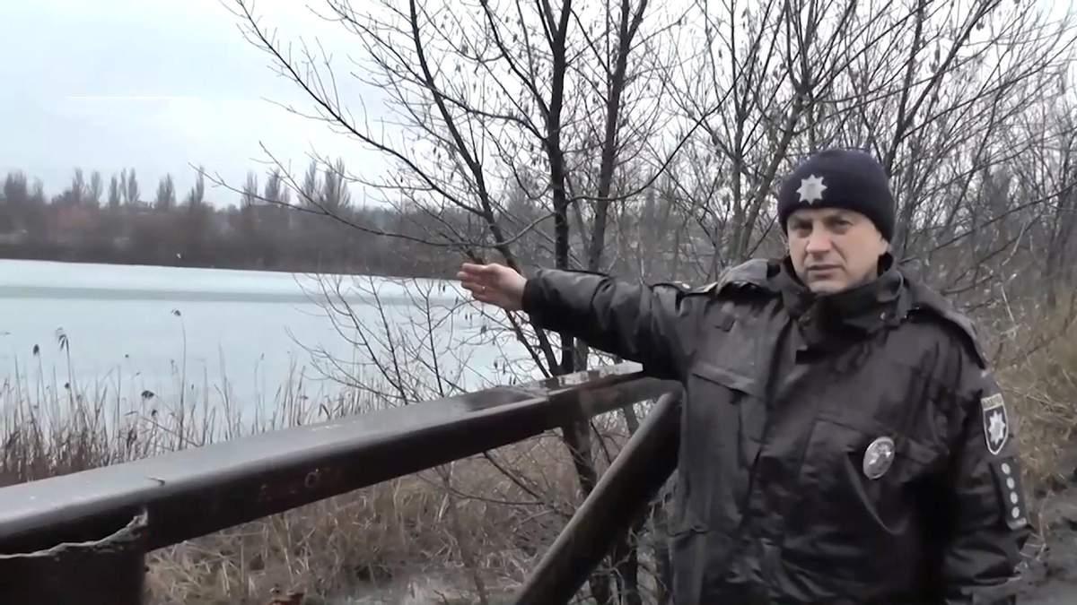 Полицейский спас школьников, провалившихся под лед: видео