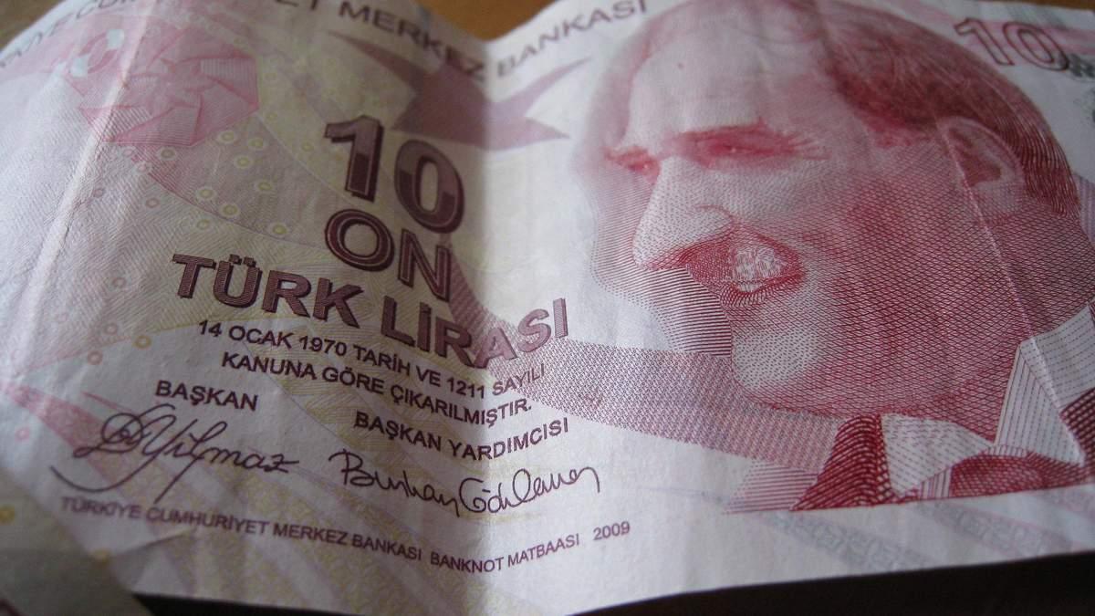Турецька ліра впала через загострення конфлікту в Сирії