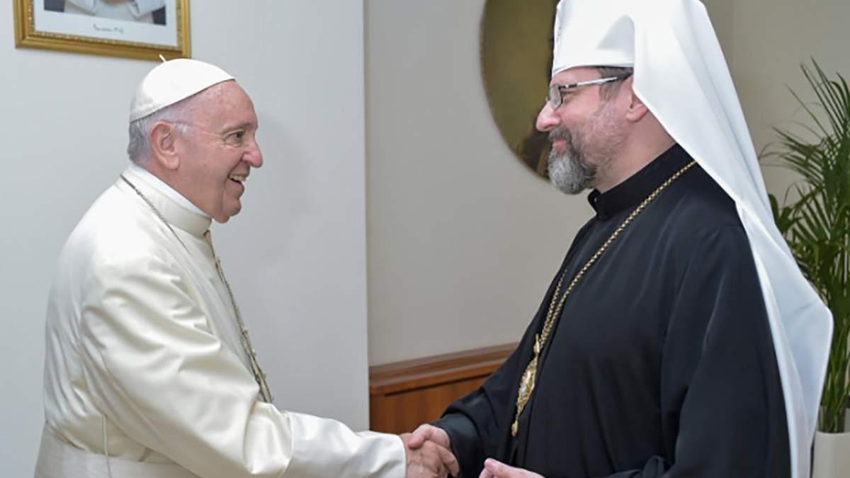 Глава УГКЦ Святослав зустрівся із Папою Франциском і зробив йому символічний подарунок: фото