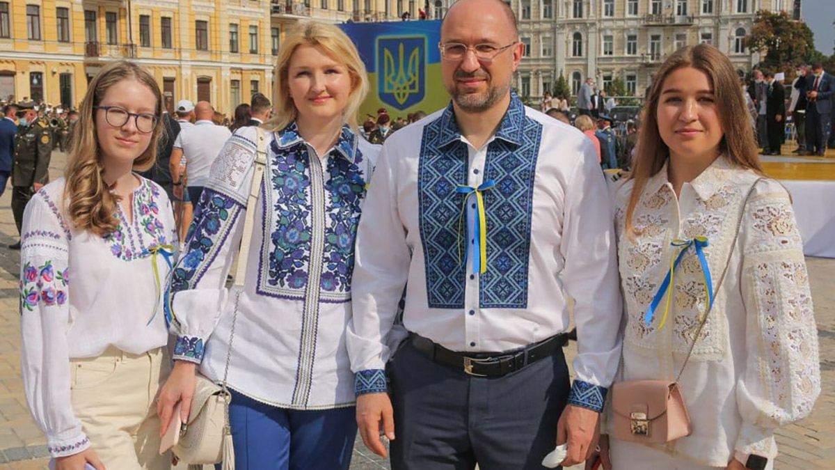 Денис Шмигаль з дружиною та доньками