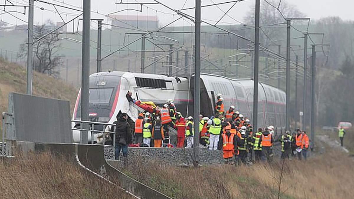 У Франції потяг зійшов з рейок
