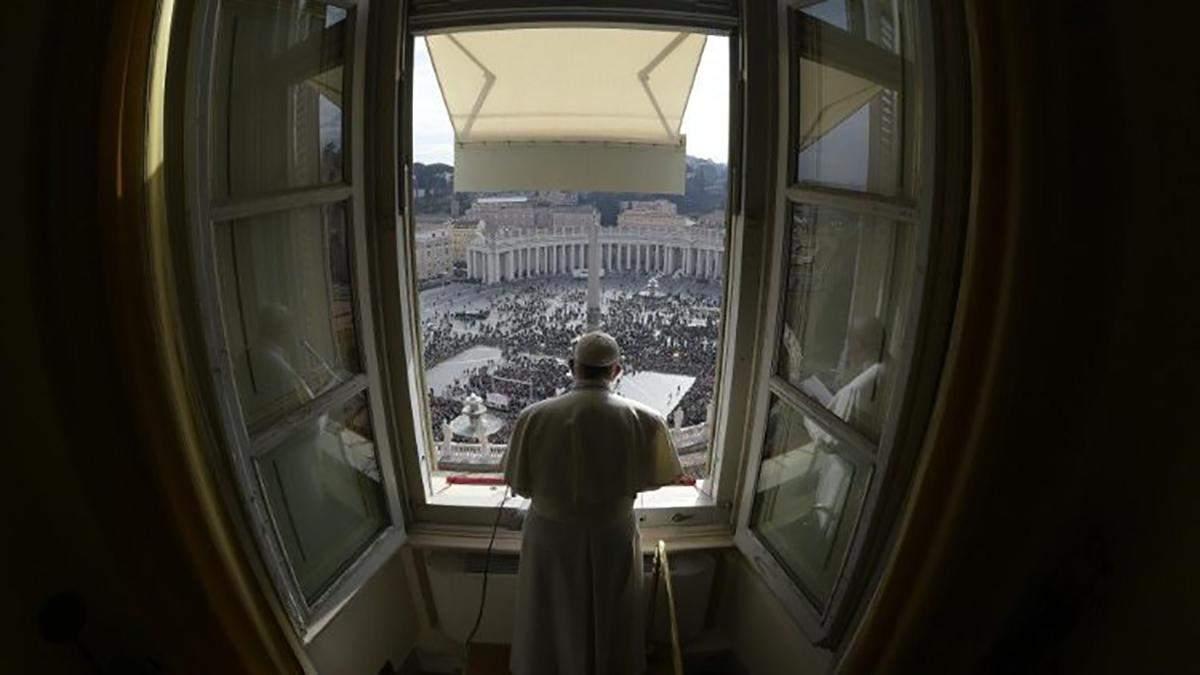 Папа Римский проведет воскресную службу в онлайн-трансляции из-за коронавируса