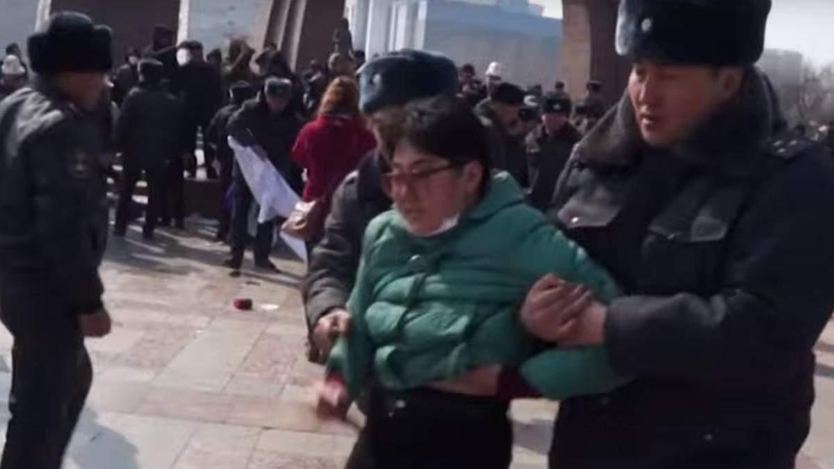 Затримання жінок на марші у Киргизстані